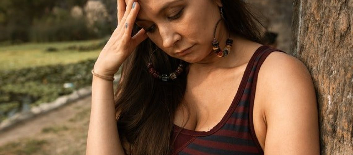 using-cbt-to-treat-health-anxiety-image-of-anxious-person
